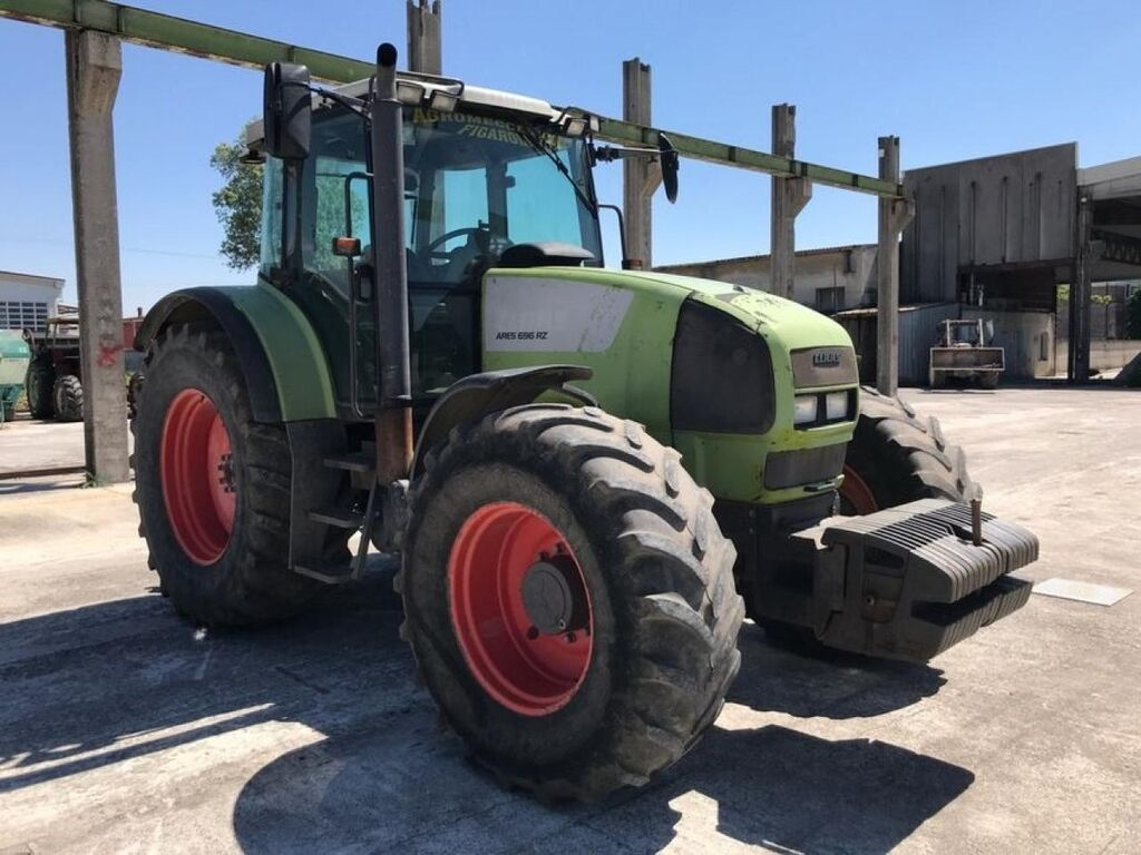 Trattore gommato CLAAS Ares 696 RZ